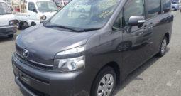 Toyota Voxy 2012 (8 SEATS)